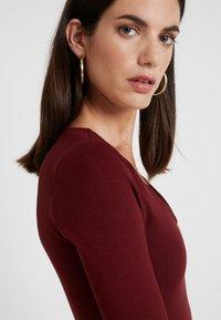 Lez a Lez - VESTIDO MALHA NEW HERVE - Pouzdrové šaty - bordo red wine - 5