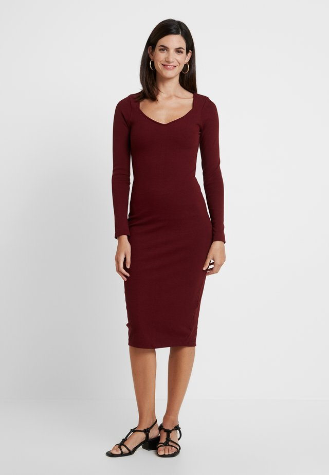 VESTIDO MALHA NEW HERVE - Shift dress - bordo red wine