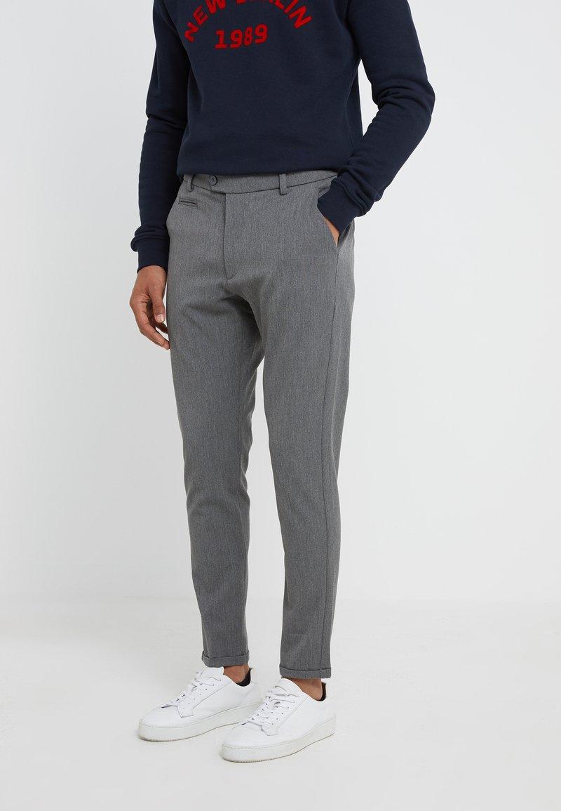 Les Deux - SUIT PANTS COMO - Bukse - grey melange