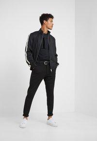 Les Deux - SUIT PANTS COMO - Pantalon classique - black - 1