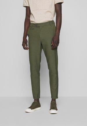 COMO LIGHT SUIT PANTS - Tygbyxor - dark green