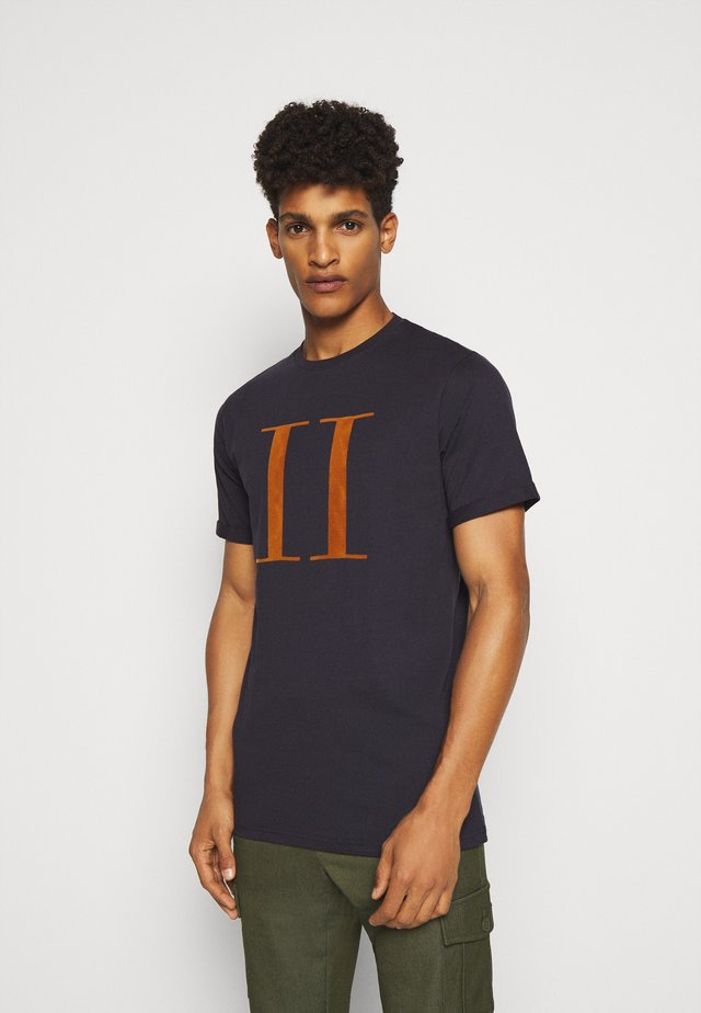 ENCORE  - Print T-shirt - dark navy/rusty brown