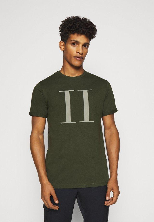 ENCORE  - T-Shirt print - deep forrest/sleet grey