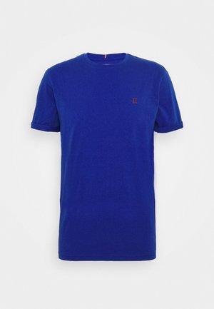 NØRREGAARD - Basic T-shirt - cobalt blue/orange