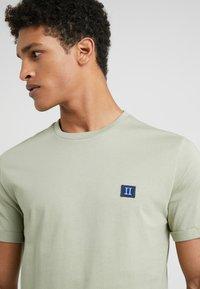 Les Deux - PIECE - T-shirts - tea green - 3