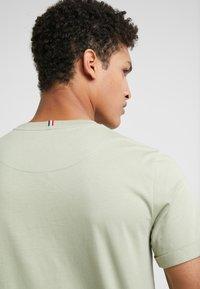 Les Deux - PIECE - T-shirts - tea green - 5
