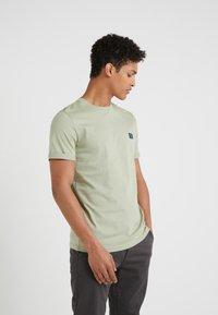 Les Deux - PIECE - T-shirts - tea green - 0