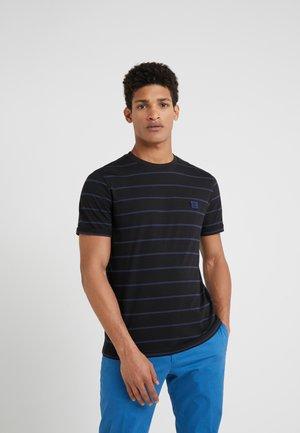 BETROIST - T-shirt med print - black/dark navy