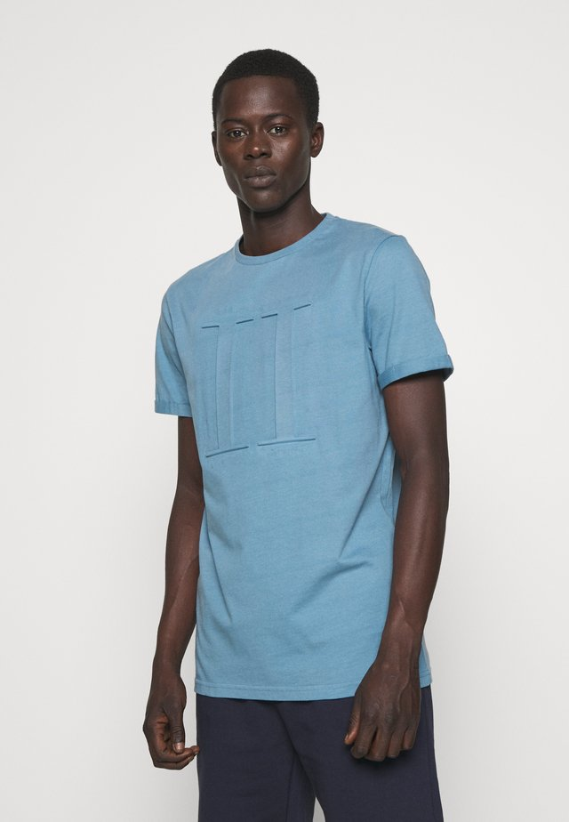 EMBOSSED ENCORE  - T-shirts basic - provincial blue