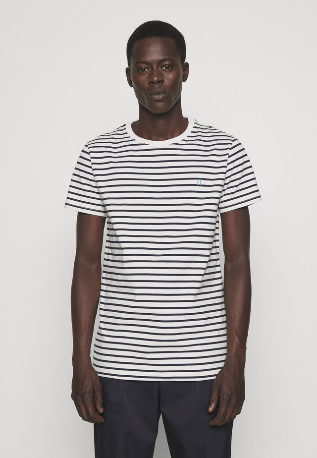 SAILOR  - Print T-shirt - off white/dark navy