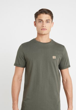 PIECE - T-shirts - dark green/sand