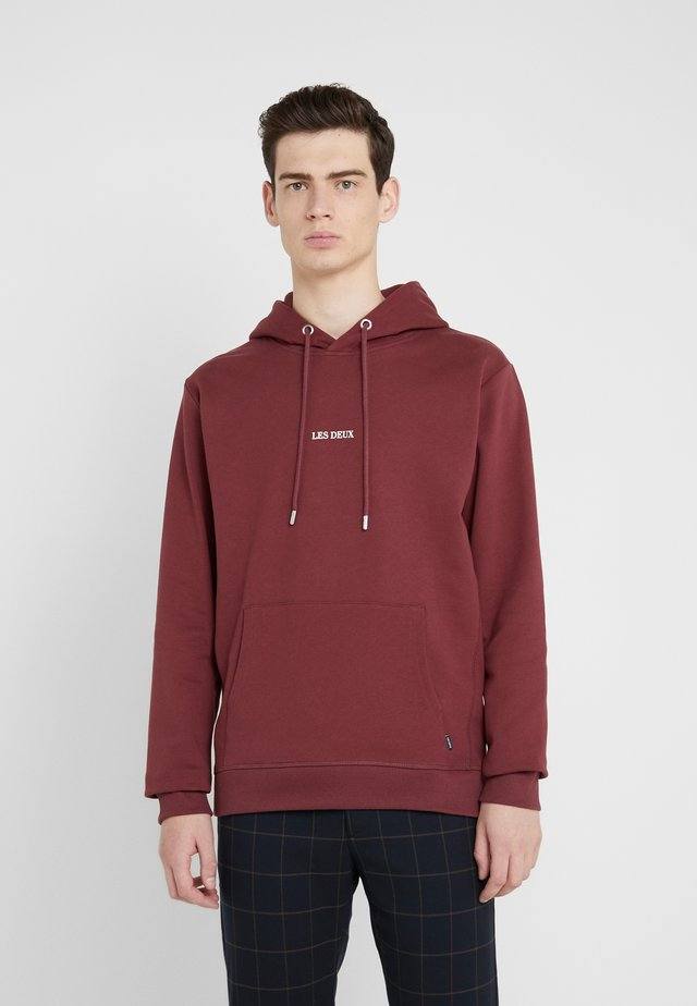 LENS HOODIE - Jersey con capucha - burgundy/white