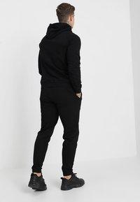 Le Fix - PATCH PANTS - Teplákové kalhoty - black - 2