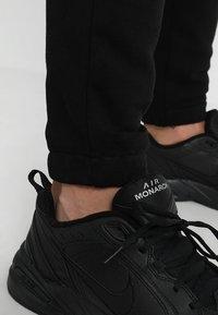 Le Fix - PATCH PANTS - Teplákové kalhoty - black - 6
