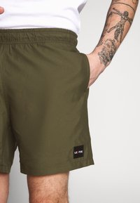 Le Fix - PATCH - Shorts - army - 4