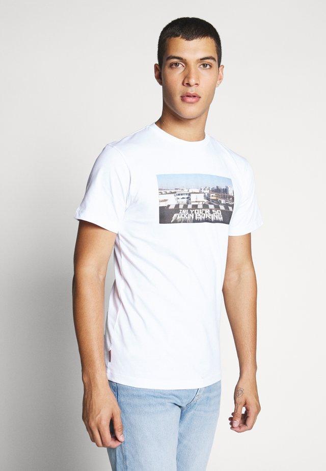 SPYO TEE - Print T-shirt - white