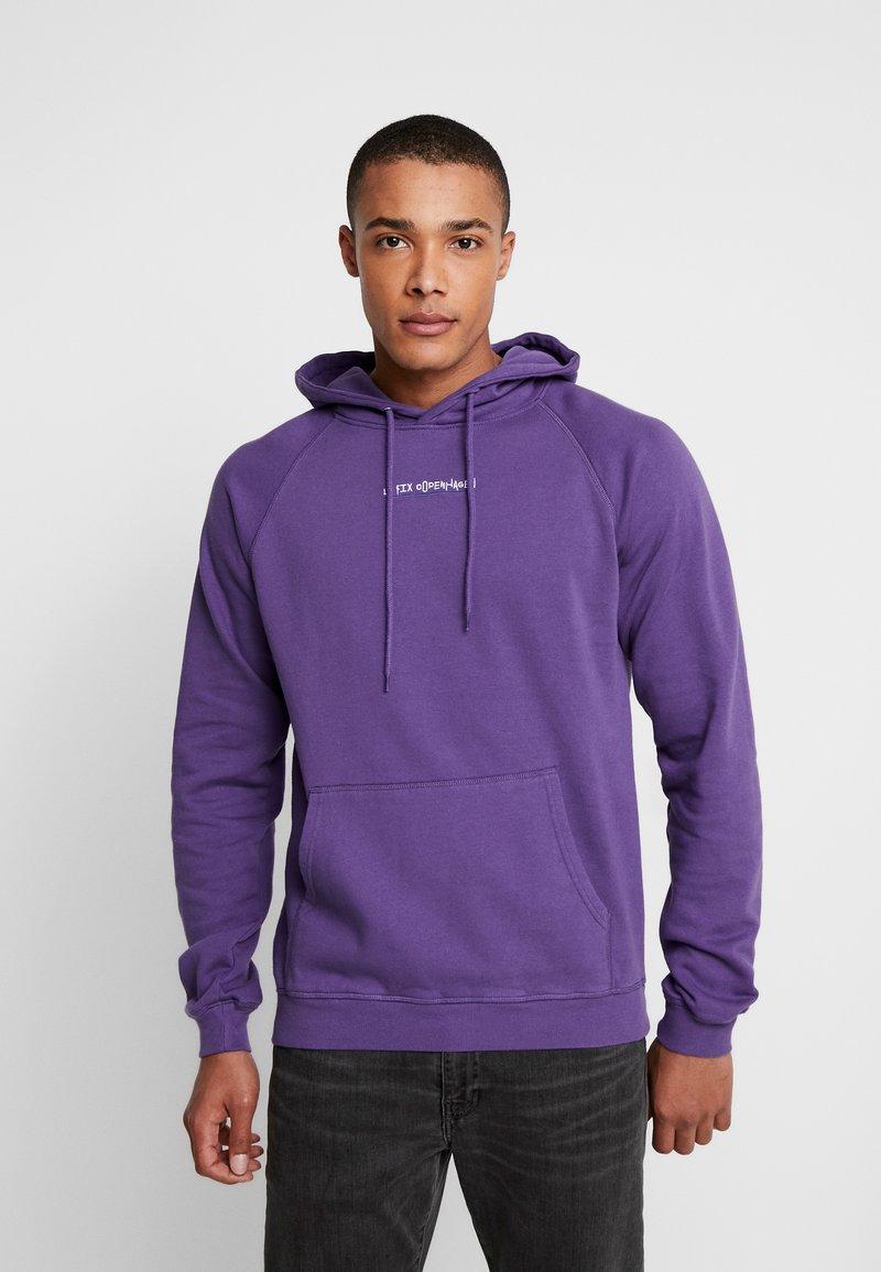 Le Fix - JUMPING LETTERS HOOD - Kapuzenpullover - purple