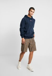 Le Fix - JUMPING LETTERS HOOD - Mikina skapucí - navy - 1
