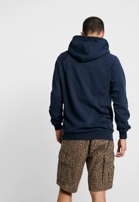 Le Fix - JUMPING LETTERS HOOD - Mikina skapucí - navy - 2