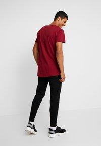 Levi's® Engineered Jeans - LEJ TAPER JOGGERS - Trainingsbroek - black - 2