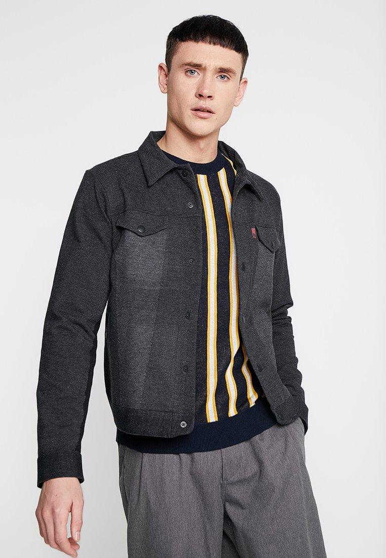 Levi's® Knit Dark Lej Heather Grey Engineered Jeans Légère TruckerVeste LUVSMGzpq