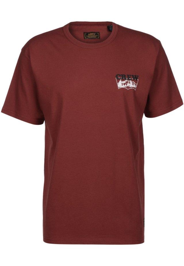 T-SHIRT GRAPHIC - Print T-shirt - brickwork crew red
