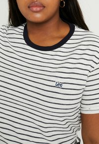 Lee Plus - STRIPE TEE - T-shirts med print - midnight navy - 4