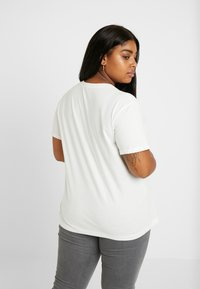 Lee Plus - CHEST LOGO TEE DO - T-shirt con stampa - off white - 2