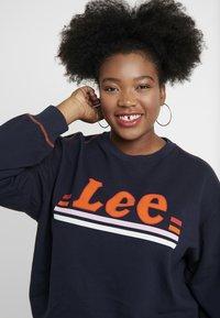 Lee Plus - LOGO - Sweater - midnight navy - 4