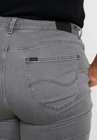 Lee Plus - SCARLETT HIGH - Jeans Skinny Fit - grey alma - 5
