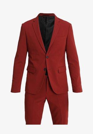 Costume - dark red