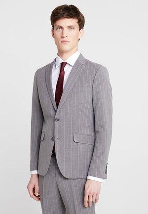 Suit - grey mel