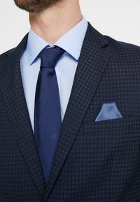 Lindbergh - HOUNDSTOOTH SUIT - Oblek - dark blue - 8