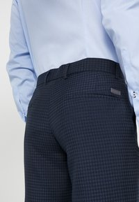 Lindbergh - HOUNDSTOOTH SUIT - Oblek - dark blue - 7