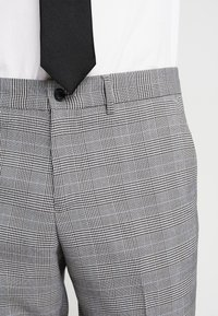 Lindbergh - CHECKED SUIT - Costume - grey - 8