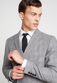 Lindbergh - CHECKED SUIT - Costume - grey - 10