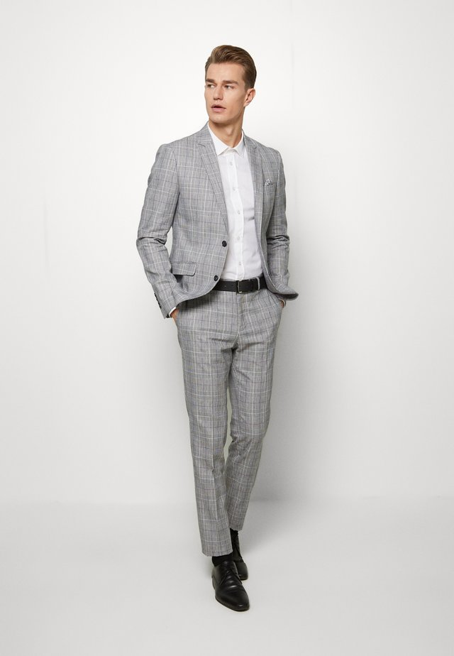CHECKED SUIT - Puku - grey check