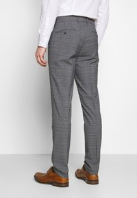 Lindbergh - CHECKED SUIT - Costume - grey - 5
