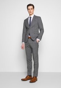 Lindbergh - CHECKED SUIT - Costume - grey - 0