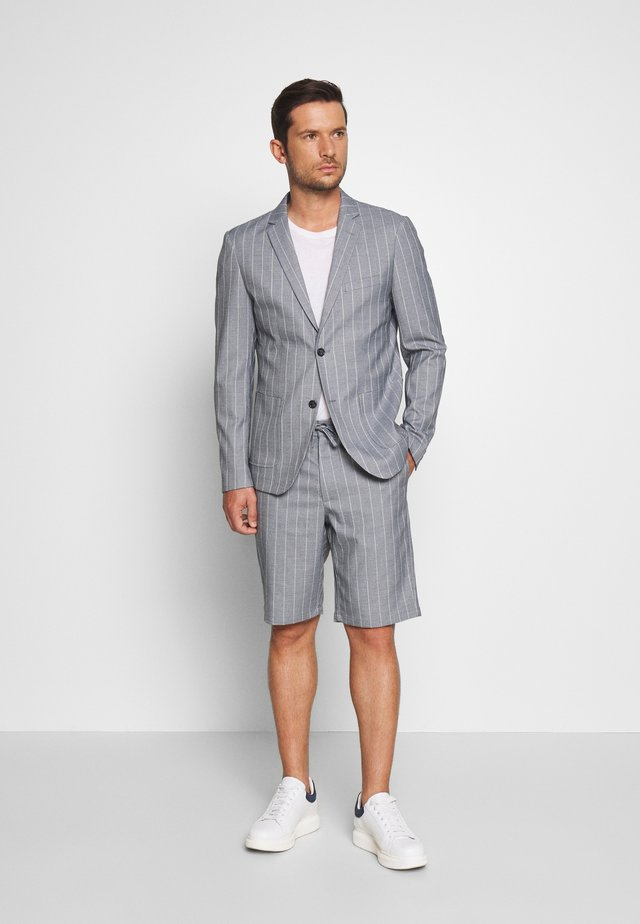STRIPED BLAZER + SHORTS SET - Suit - grey