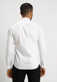 Lindbergh - TUXEDO SLIM FIT - Koszula biznesowa - white - 2