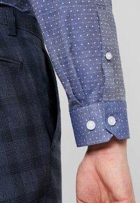 Lindbergh - SLIM FIT - Formální košile - mid blue - 5