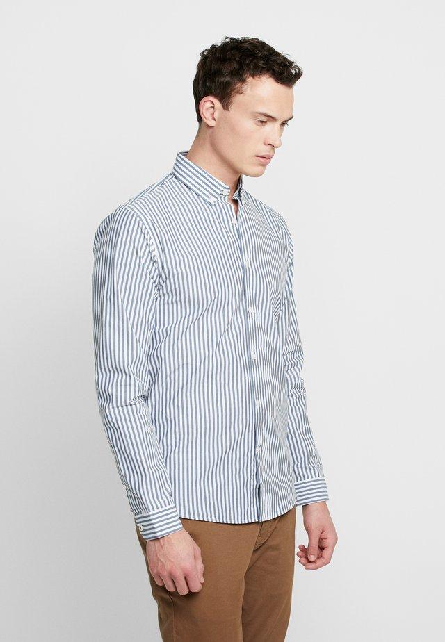 STRIPED - Camicia elegante - mid blue