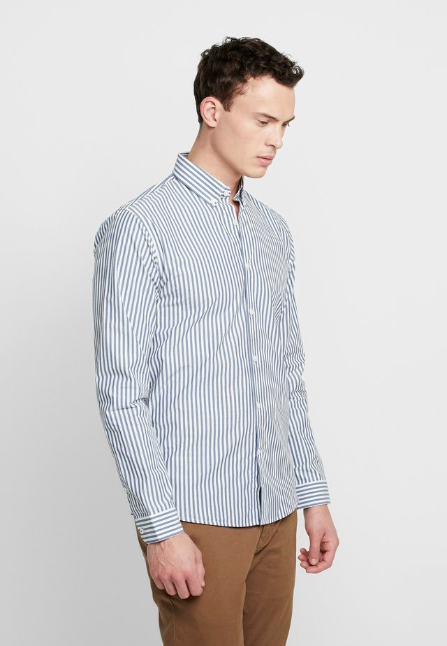 STRIPED - Formal shirt - mid blue
