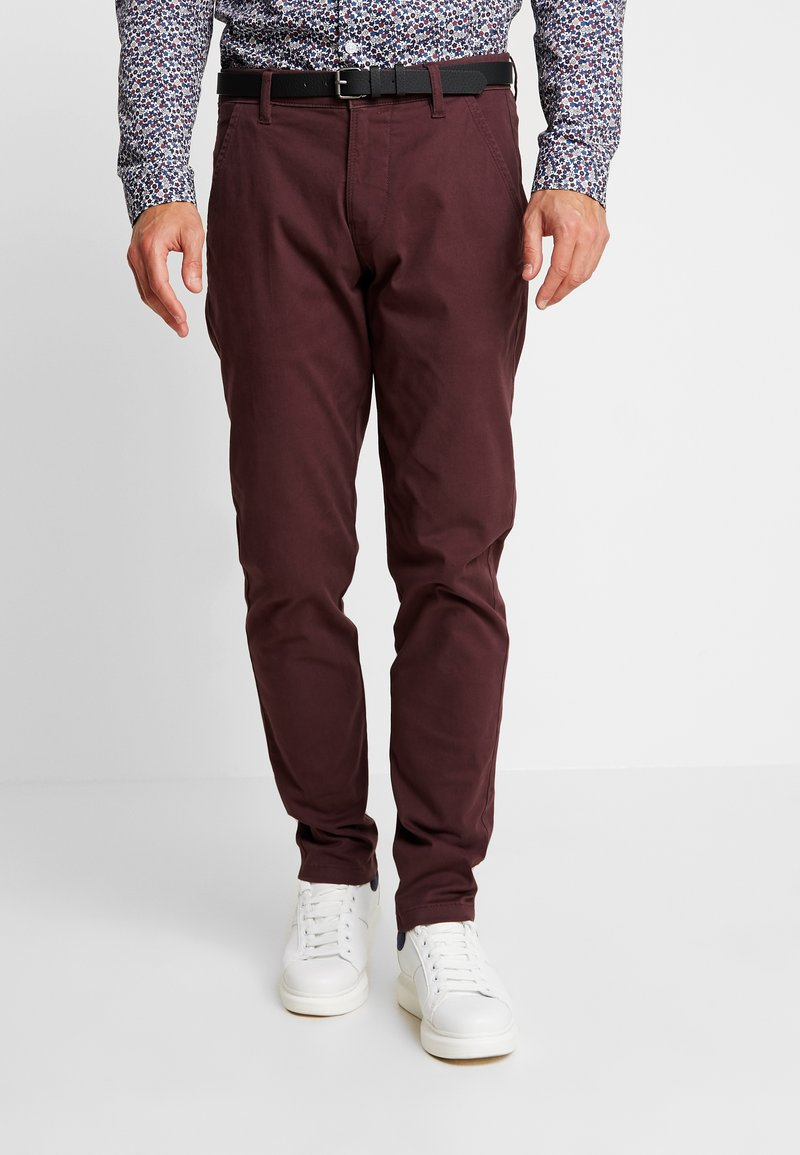 Lindbergh - CLASSIC STRETCH WITH BELT - Trousers - dark bordeaux