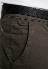 Lindbergh - CLASSIC STRETCH BELT - Trousers - dark army - 5