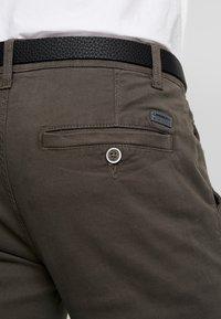 Lindbergh - CLASSIC STRETCH BELT - Trousers - dark army - 3