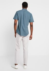 Lindbergh - CLUB PANTS - Chino - light grey - 2