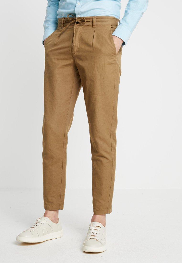 Lindbergh - CLUB PANTS - Pantalones chinos - army