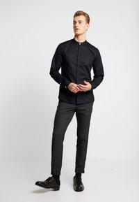 Lindbergh - CLUB PANTS CHECKED - Kalhoty - grey - 1